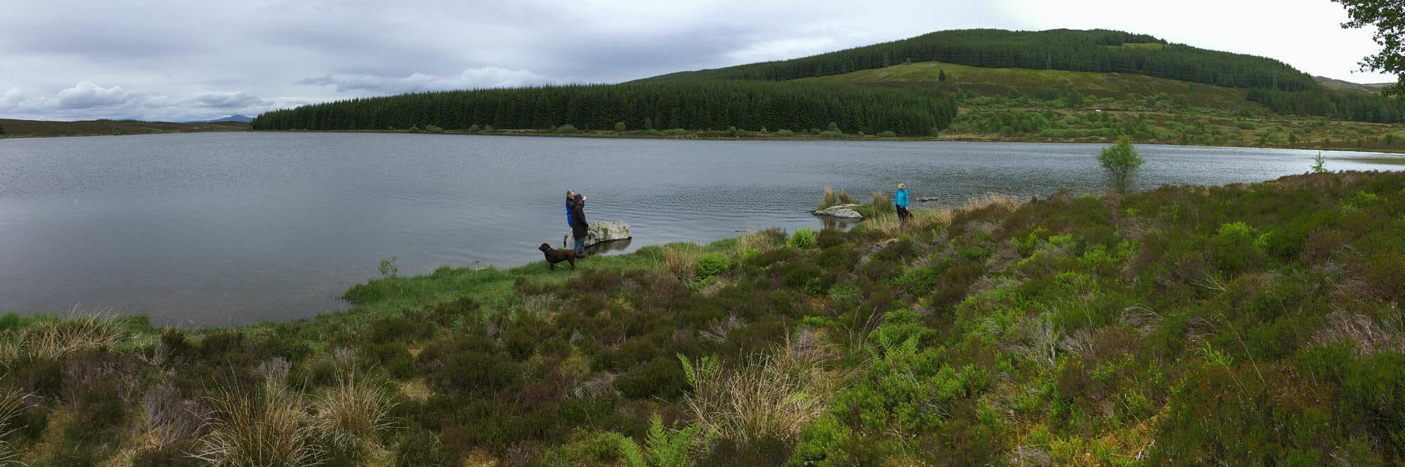 Val, Roy und Alfie am Loch Kinardochy