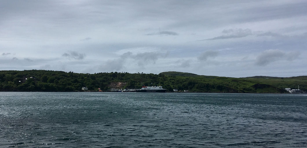 Port Askaig von Jura aus gesehen